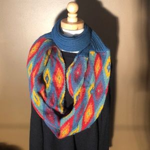 💗💗Infinity scarf- teal and Aztec diamond pattern
